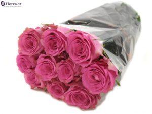 Krásná kytice růží jako dárek