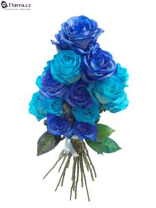 Vázaná kytice modrých růží