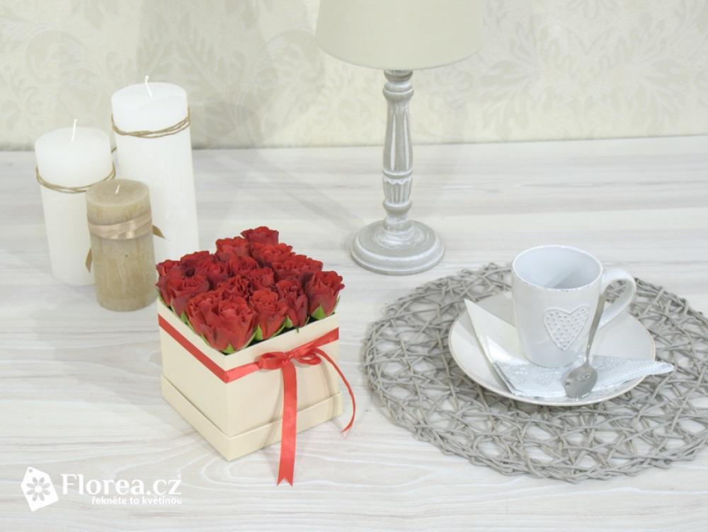Krabička s květinami jako součást interiéru